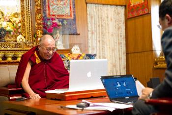 Русскоязычные страницы Далай-ламы в Твиттере и Фэйсбуке