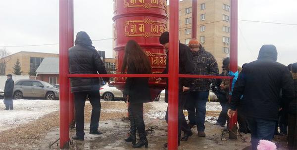 В Москве установлен буддийский молитвенный барабан