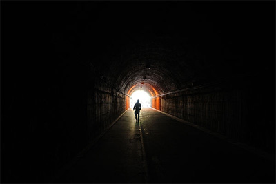 Почему умирающие видят свет в конце туннеля