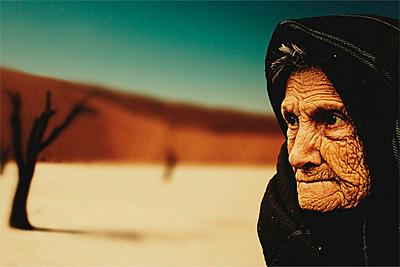 Почему пожилые люди эмоционально стабильны